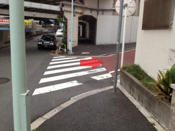 回向院の角を右折します。