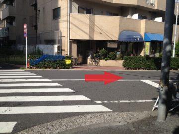 5.すぐ一つ目の角を右折します。
