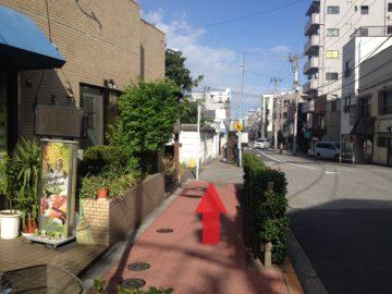 7.植え込みのある歩道です。