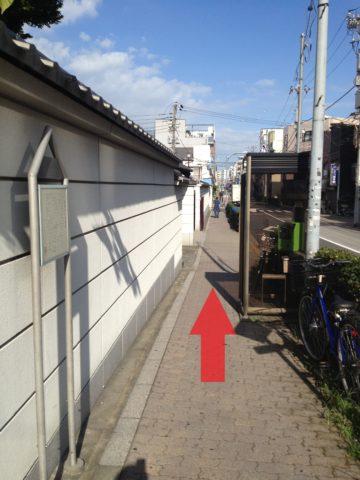 9.浄閑寺を通過します。